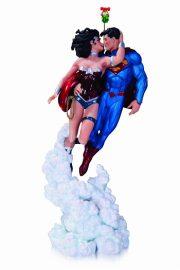 ジャスティスリーグ スーパーマン&ワンダーウーマン ザ・キス ミニスタチュー by ジム・リー ホリディエディション